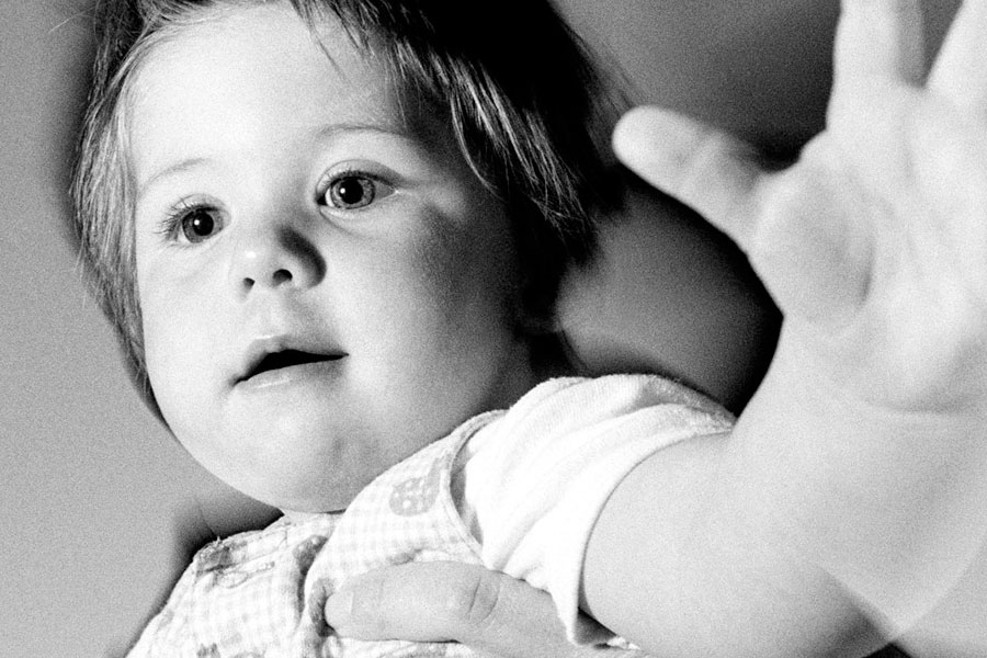 Mei (twee maanden oud) geeft negenjarigen empathieles. En dat werkt